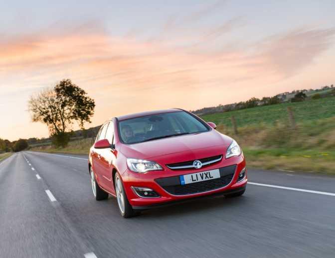 Vauxhall Astra Design Sports Tourer (2014)