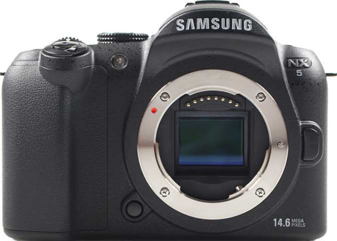 Canon EOS 5D Mark IV + Canon EF 24-105mm f/4L IS USM vs Samsung NX5
