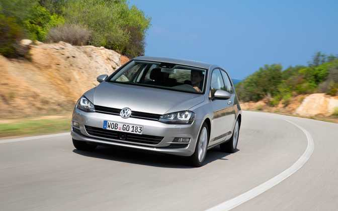 BMW 1 Series Convertible 118i (2014) vs Volkswagen Golf SE (2015)