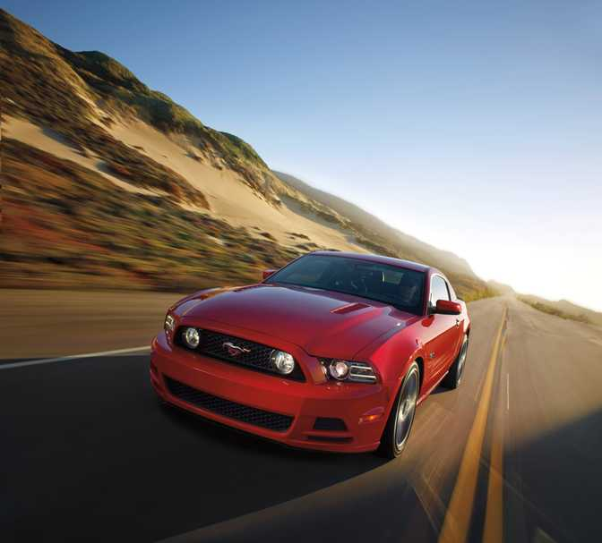 Ford Mustang Shelby GT500 (2014) vs Ford Mustang V6 (2014)