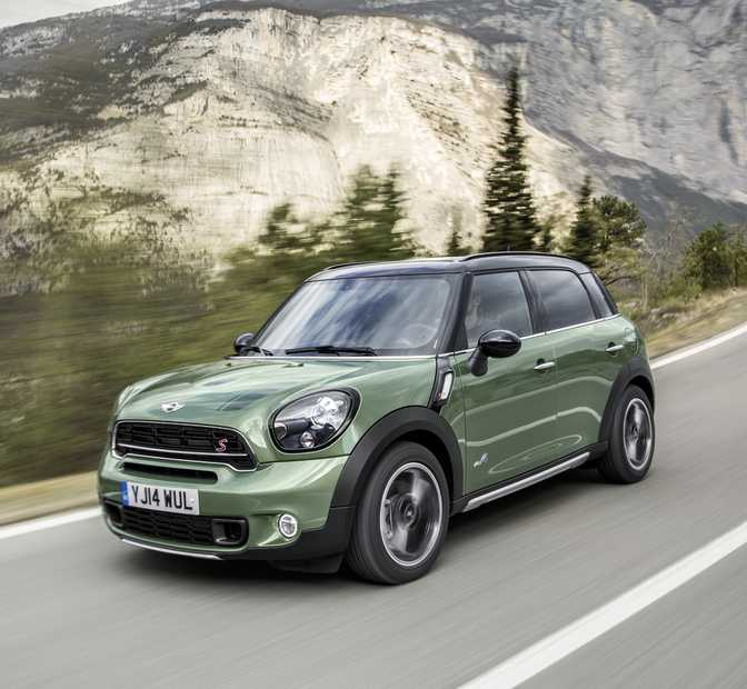 Ford Kuga Zetec (2014) vs MINI Cooper Countryman (2014)