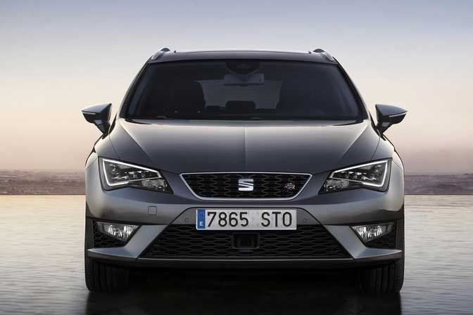 BMW 1 Series Convertible 118i (2014) vs SEAT Leon 1.2 TSI (2014)
