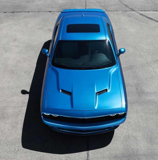 Chevrolet Camaro ZL1 (2014) vs Dodge Challenger (2015)