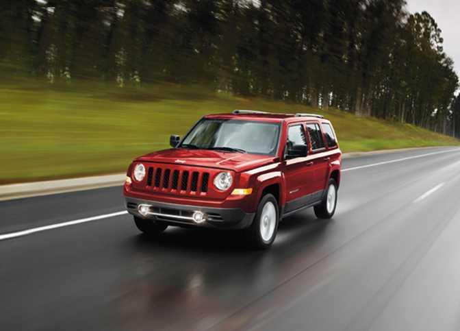 Jeep Compass Sport 4x4 (2014) vs Jeep Patriot Sport 4x4 (2014)