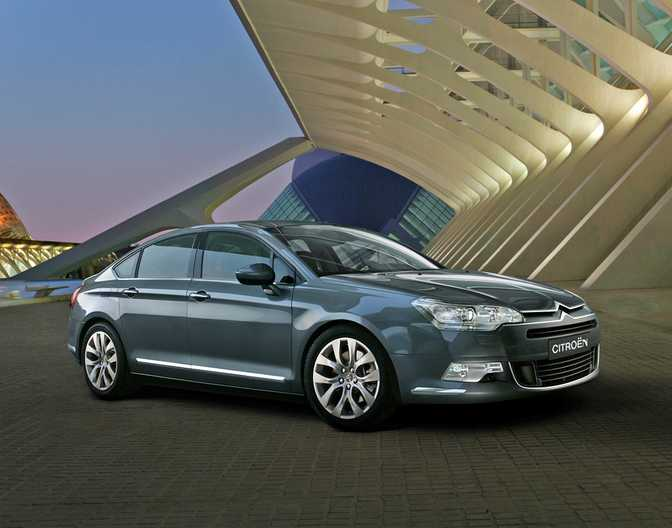 Citroen C5 HDi 115 (2014) vs BMW ActiveHybrid 5 (2014)