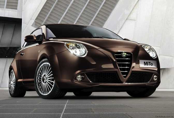 HTC EVO 3D vs Alfa Romeo Mito Distinctive (2014)