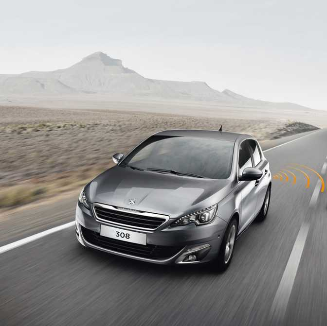 Ford Focus SE Hatch (2014) vs Peugeot 308 SW Access (2014)