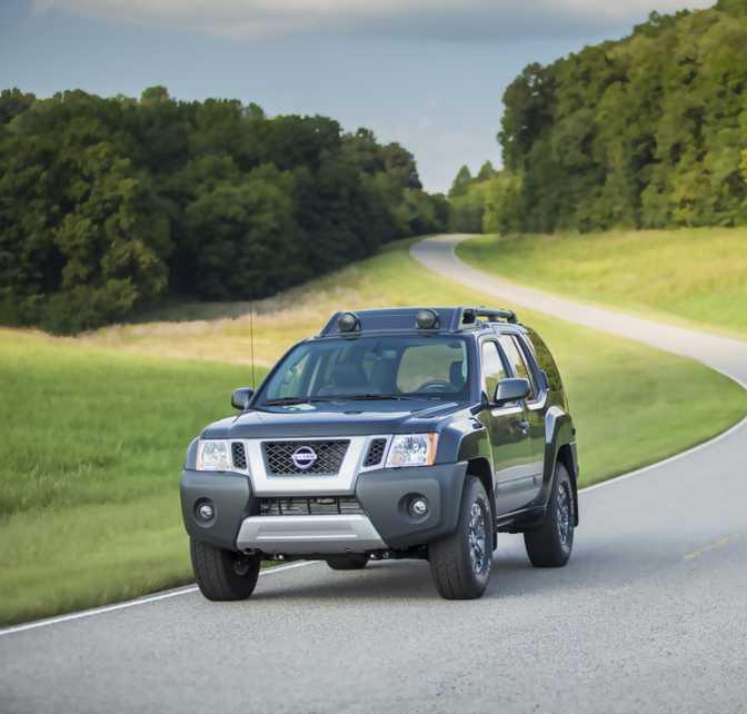 Jeep Compass Sport 4x4 (2014) vs Nissan Xterra X 4x4 (2014)