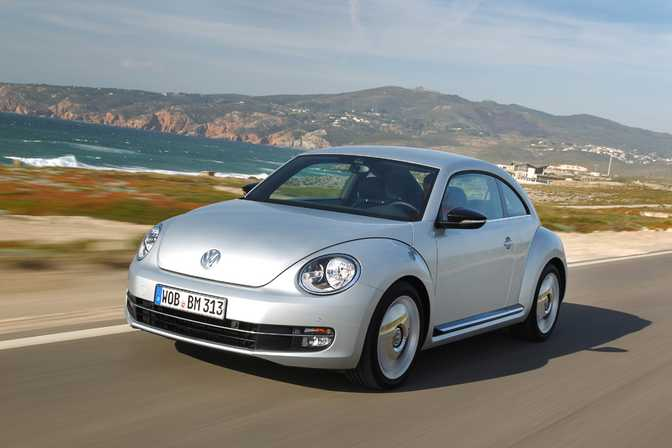 Ford Fiesta SE Hatch (2014) vs Volkswagen Beetle (2014)