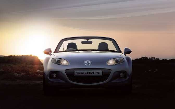 BMW Z4 Roadster sDrive35i (2014) vs Mazda MX-5 Roadster Coupe 1.8i SE (2014)