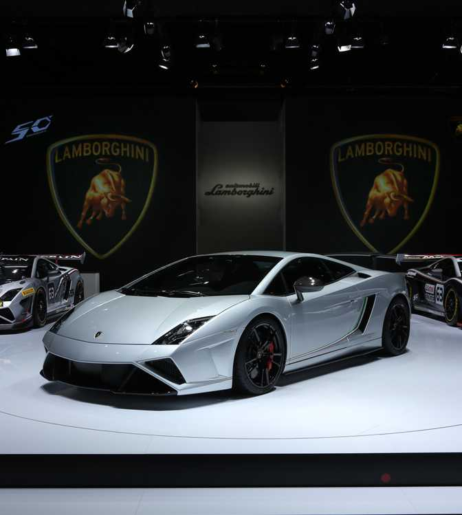 Chevrolet Corvette Stingray Convertible (2014) vs Lamborghini Gallardo LP 570-4 Squadra Corse (2014)