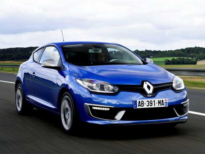 Honda Civic Coupe LX (2014) vs Renault Megane Coupe (2014)