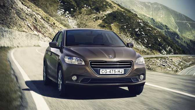 Citroen C4 VTi 95 (2014) vs Peugeot 301 Berline (2014)