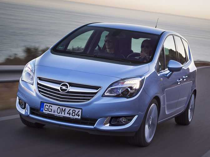 Ford Fiesta SE Hatch (2014) vs Opel Meriva SE (2014)