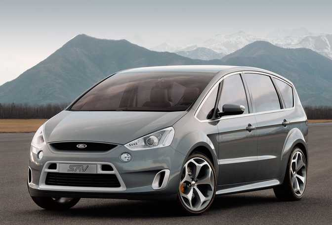 Ford S-MAX 2.0 Zetec (2014) vs Mercedes-Benz Viano 2.0 (2014)