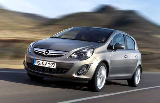 Ford Fiesta SE Hatch (2014) vs Opel Corsa 5-Door SE (2014)