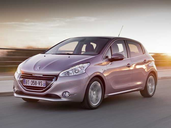 Ford Fiesta SE Hatch (2014) vs Peugeot 208 Allure (2014)