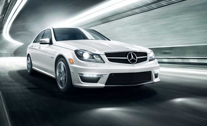 Mercedes-Benz C250 Sport Sedan (2014) vs BMW 320i Sedan (2014)