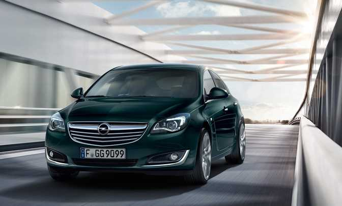 Ford Taurus SE (2015) vs Opel Insignia 5-Door Hatchback