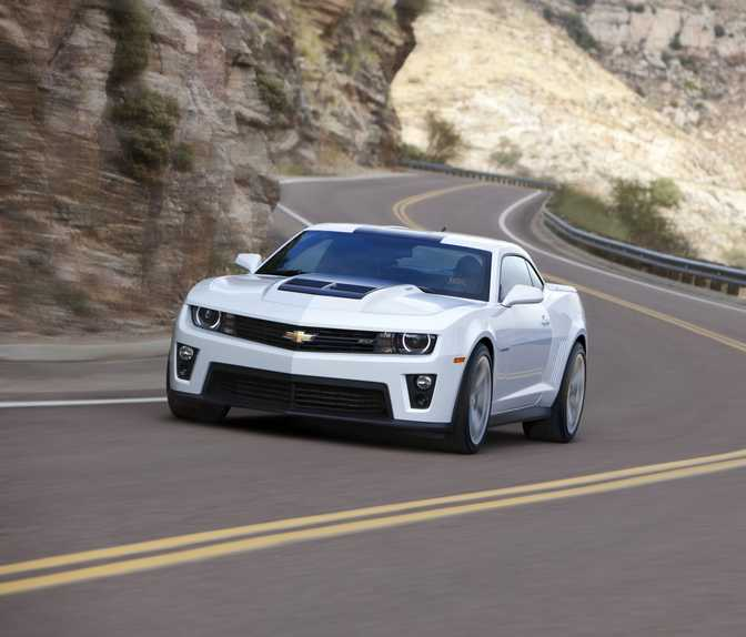 Ford Mustang Shelby GT500 (2014) vs Chevrolet Camaro ZL1 (2014)