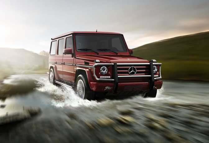 BMW 320i Sedan (2014) vs Mercedes-Benz G550 (2014)