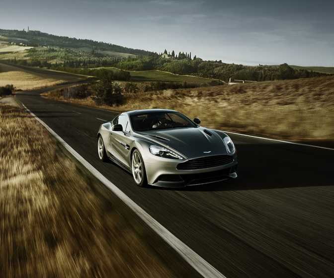 Mercedes-Benz CLS550 Coupe (2014) vs Aston Martin Vanquish Coupe (2014)