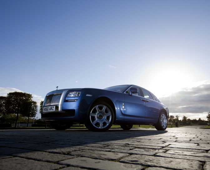 Bugatti Veyron 16.4 Grand Sport (2013) vs Rolls-Royce Ghost II (2014)