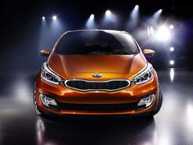 Kia cee'd 1 (2014) vs Ford Fiesta SE Hatch (2014)