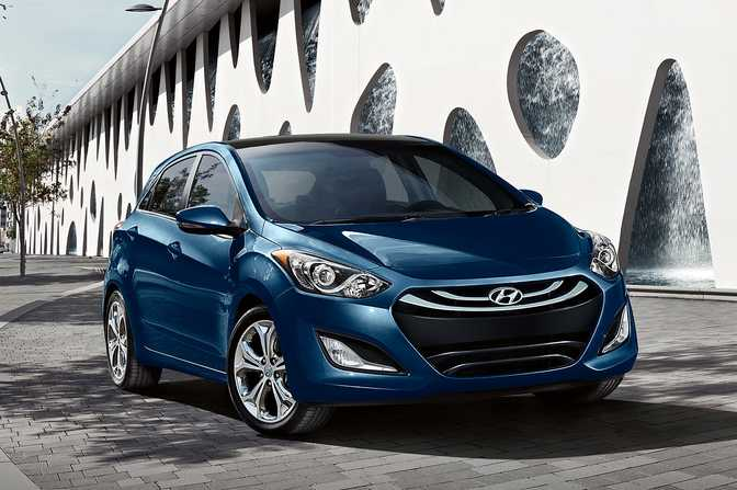 Ford Focus SE Hatch (2014) vs Hyundai Elantra GT (2014)