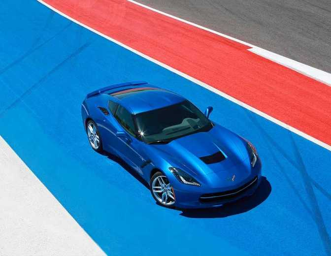 Chevrolet Cruze LS (2014) vs Chevrolet Corvette Stingray Coupe 1LT (2014)