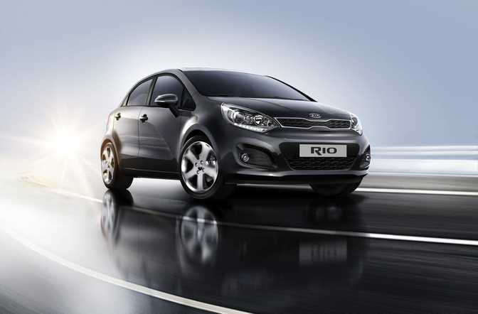 Kia Rio LX (2015) vs Ford Fiesta SE Hatch (2014)