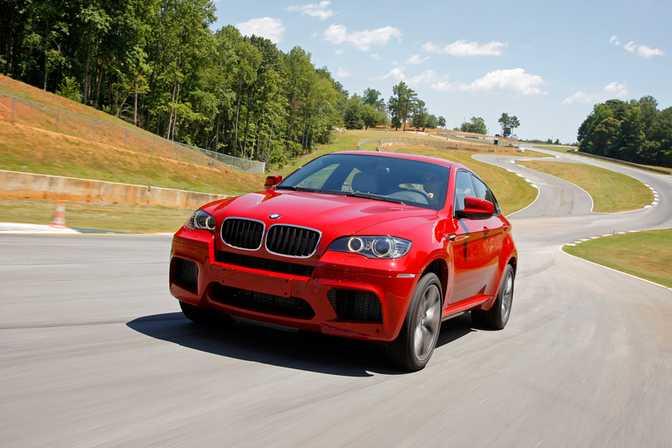 BMW 320i Sedan (2014) vs BMW X6 M (2014)