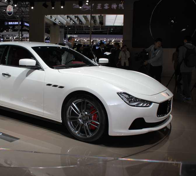 Aston Martin V12 Vantage Roadster (2015) vs Maserati Ghibli (2014)