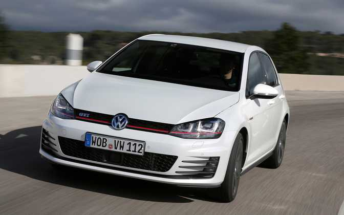 Volkswagen Golf SE (2015) vs Volkswagen Golf GTI (2015)