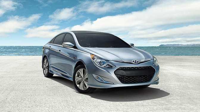 Hyundai Sonata SE (2014) vs Hyundai Sonata Hybrid (2014)