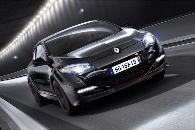 Ford Taurus SE (2015) vs Renault Megane RS 265 (2014)