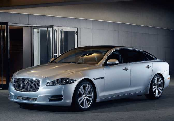 Jaguar XF (2014) vs Jaguar XJ (2014)