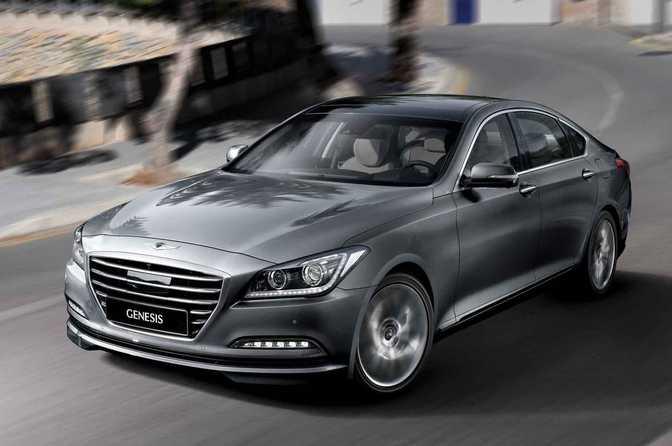 Honda Clarity Fuel Cell (2017) vs Hyundai Genesis (2015)