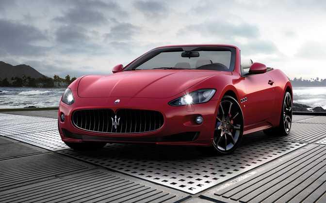 Bugatti Veyron 16.4 Grand Sport (2013) vs Maserati Gran Cabrio Sport 4.7L V8 (2014)