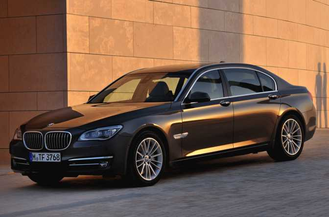 BMW M6 Convertible (2015) vs BMW 740Ld xDrive Sedan (2015)