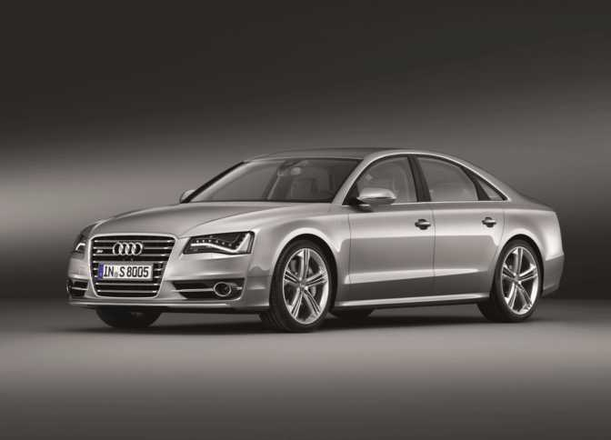 Audi S8 (2014) vs Mercedes-Benz S550 Sedan (2014)
