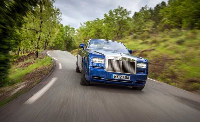 Rolls-Royce Phantom (2014) vs Rolls-Royce Phantom Drophead Coupe (2014)