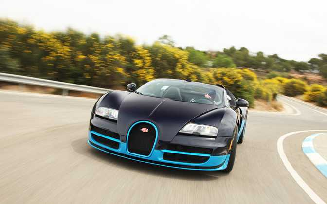 BMW ActiveHybrid 5 (2014) vs Bugatti Veyron 16.4 Grand Sport (2013)