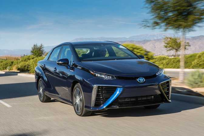 Toyota Mirai (2017) vs Ford Expedition (2018)