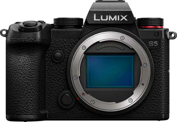 Panasonic Lumix DC-S5 vs Canon EOS 100D + Canon EF-S 18-55mm f/3.5-5.6 IS STM
