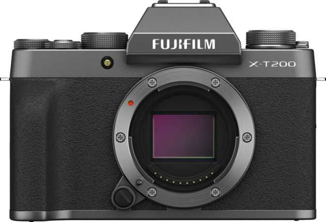 Fujifilm X-T200 vs Canon EOS 77D + Canon EF-S 18-55mm f/4-5.6 IS STM